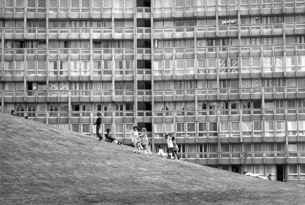 p14308-robin-hood-gardens-1972-300dpi