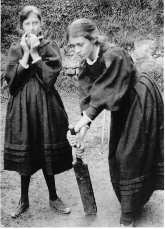woolf-and-sister-playing-cricket