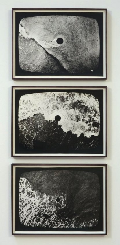 Barry__Flanagan_Hole_in_the_Sea_Triptych_719